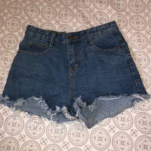Cute Denim Shorts w/ Fraid Edges